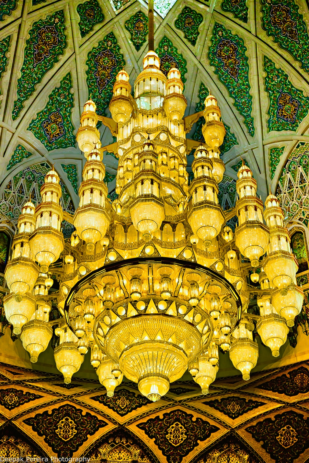 Grand Mosque Main chandelier.jpg